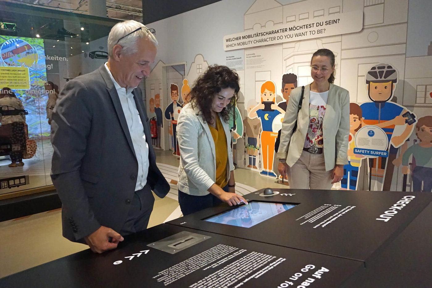 Universum Bremen_Sonderausstellung_Der mobile Mensch_Besuch Sarah Ryglewski (10)